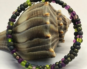 Memory-wire bracelet: Shades of Grapes