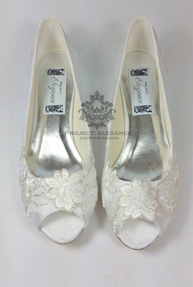 f598ac02205 Ivory Vintage Lace Peep Toe Low Heel Shoes 1 Inch Mid