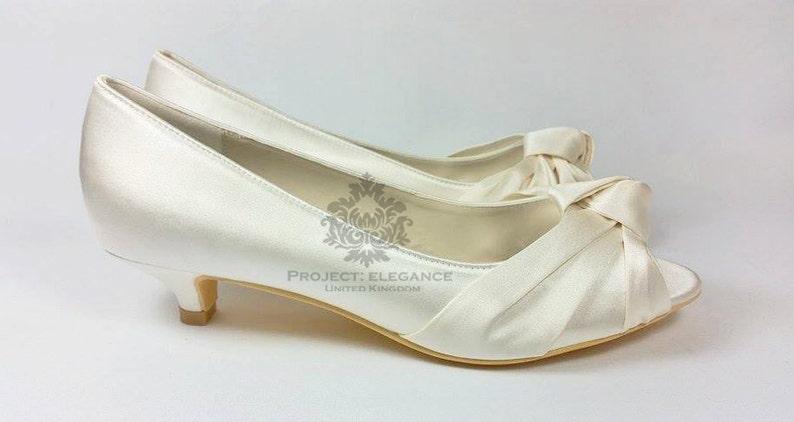 a33d555a74f580 Ivory satin vintage knot peep Toe Low Heel 1 Inch Kitten Heel
