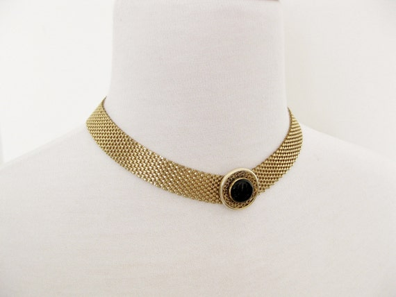 Mesh bib gold necklace. Jet stone/ajustable. DINNE