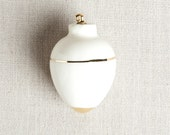 READY TO SHIP : Heirloom Christmas Ornament // Round White & Gold