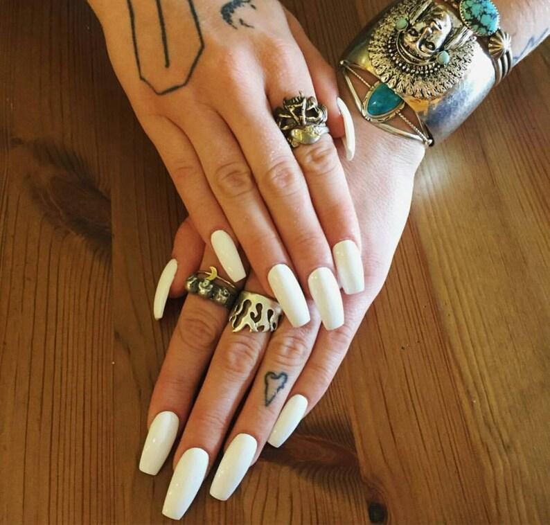 Matte or Glossy White Fake Press On Nails Stiletto Oval
