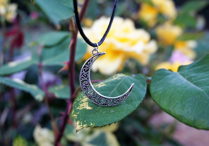 Moon Pendant Silver Moon Necklace Moon Charm Gift for Teen Girl Black Choker Crescent Moon Choker 90s Womens Jewelry