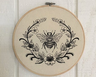 Hoop Art Vintage Bee Floral Embroidery Wooden Hoop Choice of Fabric and Thread Color Available FREE SHIPPING
