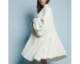 Vintage 80s White Chunky Avant Garde Knit Pleat Trapeze Sweater Coat OS