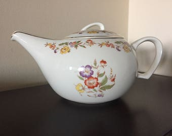 Stunning Vintage Teapot!