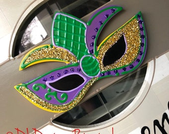 Mardi gras mask attachment for wreath door hanger