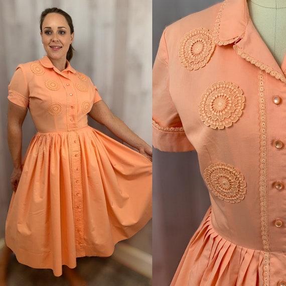 1950s Vintage Shirtdress DRESS~Apricot Cotton w/Ap