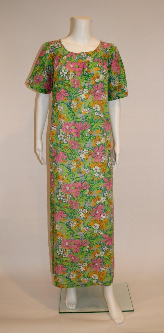 1970s Vintage House Dress/ Day Dress/Muumuu