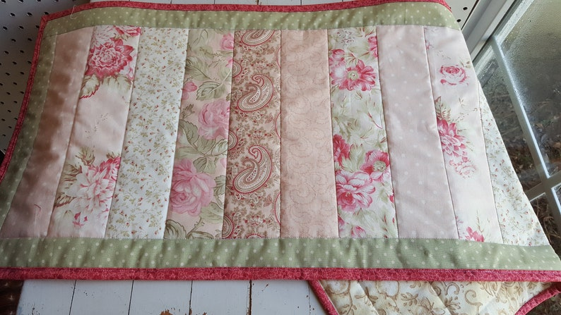 Magnificent Cottage Chic Quilted Table Runner In Roses Shabby Chic Fabric Table Runner Quilted Table Topper Cottage Chic Decor Download Free Architecture Designs Remcamadebymaigaardcom