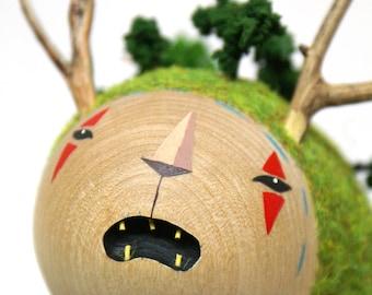 Ser Montaña- Pequeño Ser Misterioso - escultura de madera-