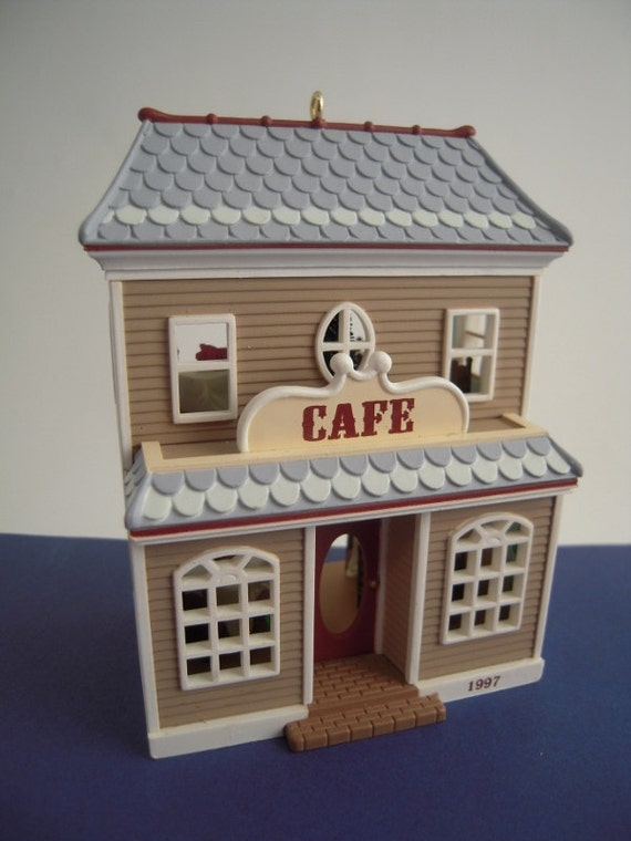 NEW /& Mint 1997 Hallmark CAFE #14 Nostalgic Houses /& Shops Ornament Series