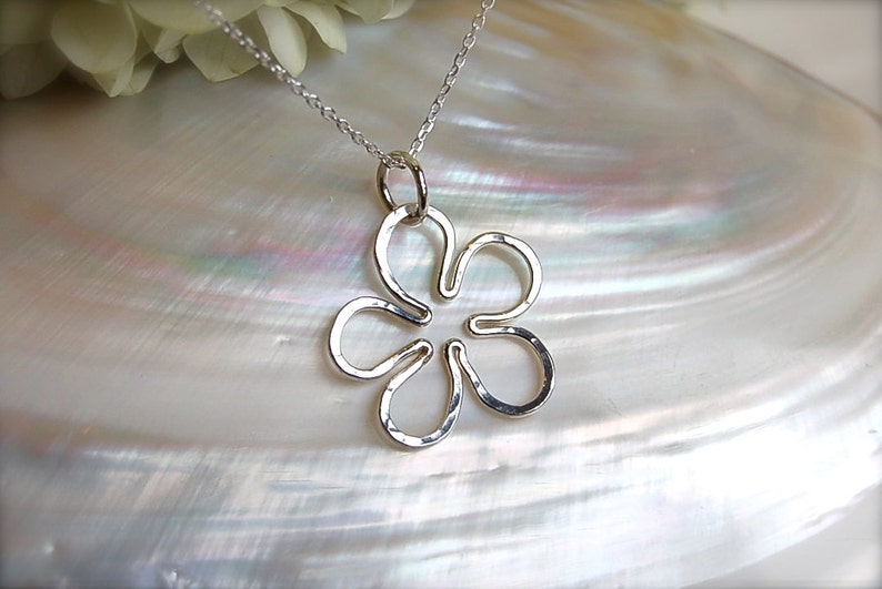 Sweet Daisy Flower Necklace  Small image 0