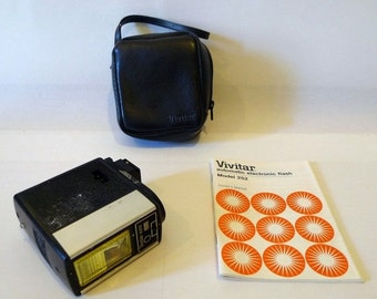 SALE Vivitar Auto Flash Model 252 with Case & Instruction Manual