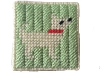 Dog Sticky Notepad Holder, Green and White Notebook Cover in Plastic Canvas