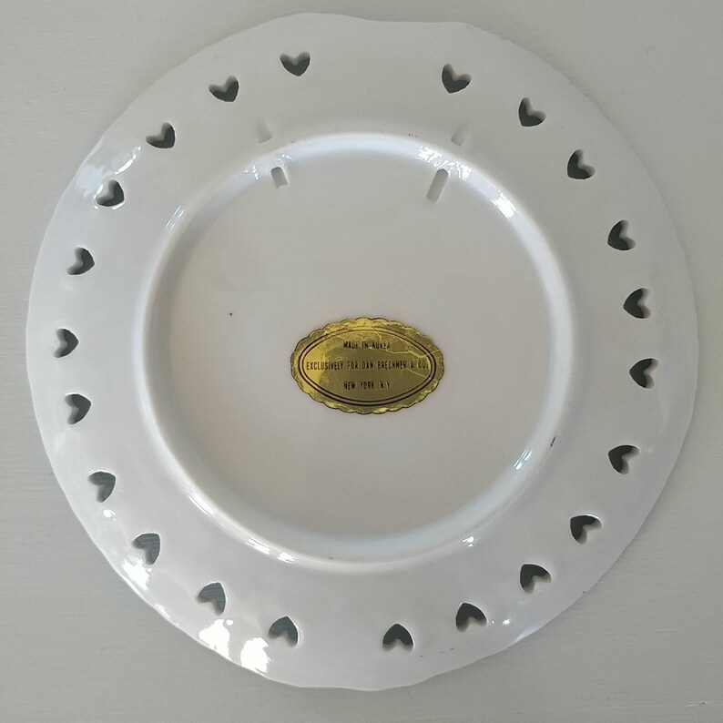 Vintage New York City Plate Souviner World Trade Center Reticulated Lace Edges