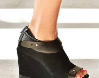 Peep toe platform wedges A15812