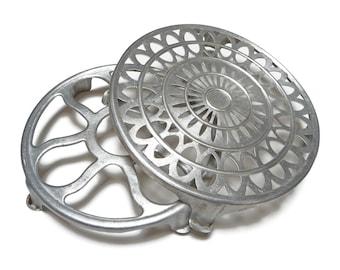 Vintage Aluminum Trivet Set, Hot Plate, Pot Holder Vintage, Pot Stand Kitchen, Italian Cookware, Metal Trivet Stand, Mid Century Kitchen