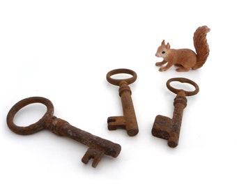 Antique Rusty Skeleton Keys - Set of 3 Vintage Keys - Collectible keys, Rustic keys, Steampunk Supplies, Old Keys
