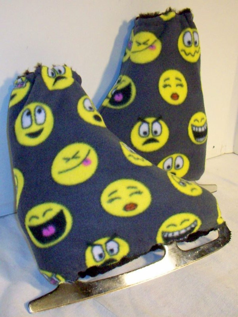 EMOJI LIFE ll Melvage/'s Ice Skate Boot Warmers and Hockey Blades Slip On Size 7-10