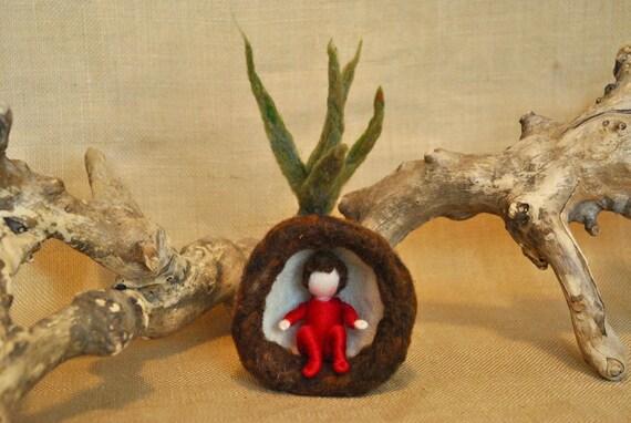 PRÊT à expédier printemps Tulip Waldorf inspiré d'aiguille fleur feutrée-poupée: enfant rouge racine