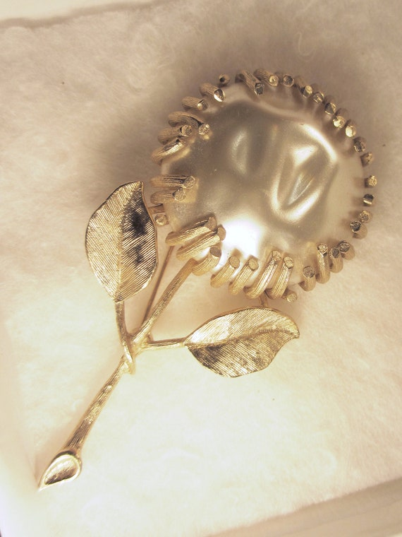 Sarah Coventry Baroque Pearl and Gold Tone Sunflow
