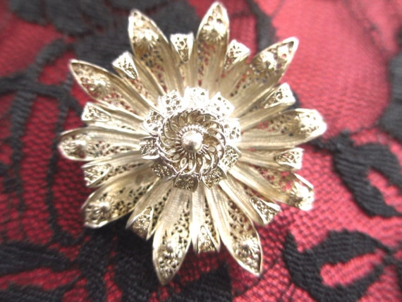 Floral Bunch of Flowers Pin in Silver Filigree Vintage Spun Silver Daisy Bouquet of Flowers Brooch