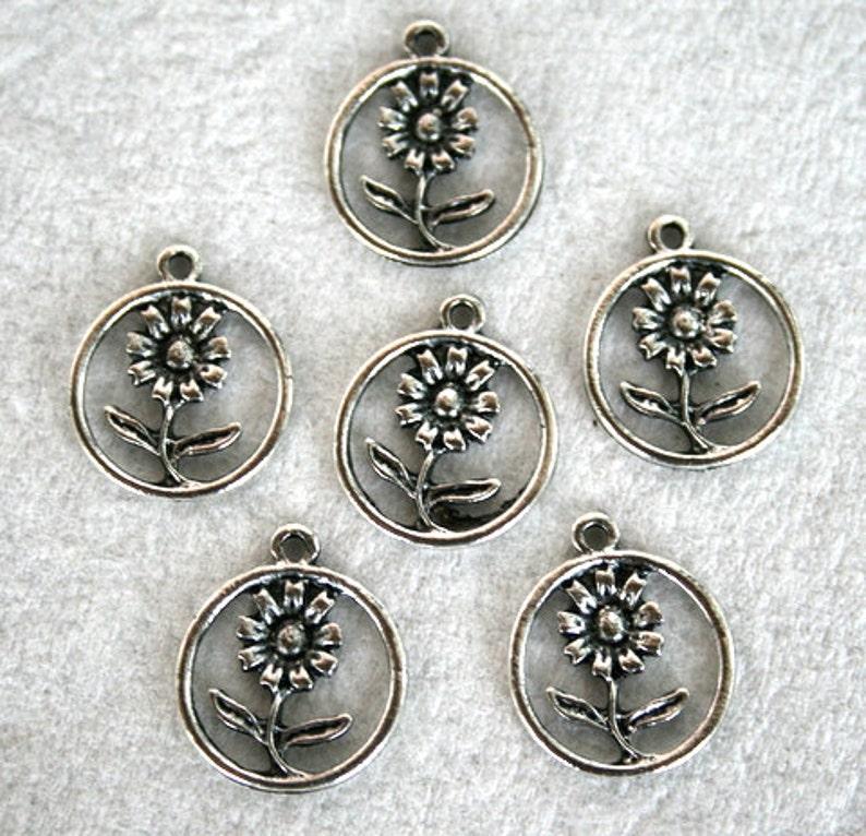 8 Tibetan Silver Round Flower CharmPendant S-033