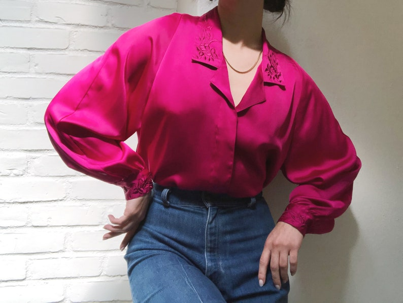 Vintage 1980s Women's Long Sleeve Collared Button Down Blouse w Puff Sleeves & Floral Embroidery Large