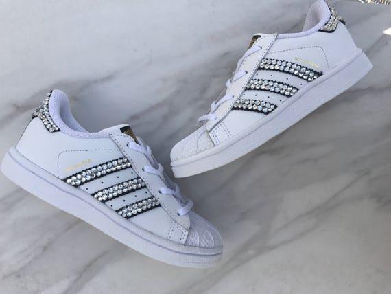 Enfant Adidas Superstars peut être personnalisé