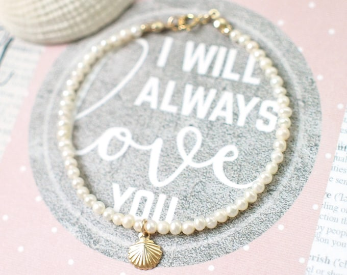 Pearl Bracelet // Seashell Charm // Dainty & Lovely // 14K Gold-filled