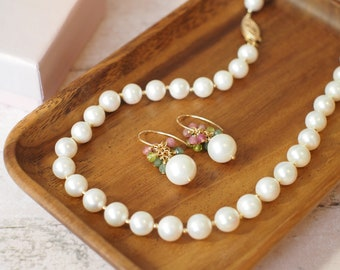 White Fresh Water Pearls Necklace + Earrings Set // 14K Gold-filled // Floral & Sweet