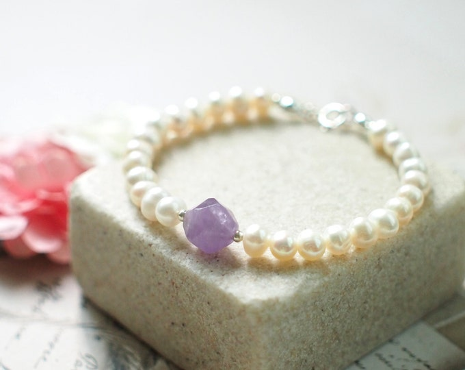 Pearl Bracelet // Lavender Amethyst Charm // 925 Sterling Silver // Stackable // Chic & Dainty