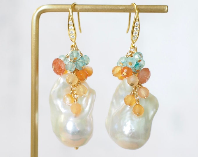 Baroque Pearl Earrings // Gems Cluster // Flameball Pearls // Topaz x Agate x Strawberry Quartz // 14K Gold-filled // Stunning & Timeless