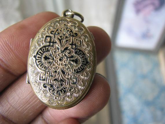 Antique Victorian Locket, Taille d'Epargne Locket,