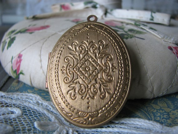 Vintage Victorian Style Locket Victorian Locket Vintage Oval Locket Large Oval Locket Stamped Brass Locket