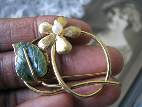 Vintage Jade Brooch, Vintage Pearl Brooch, Gold F… - image 1