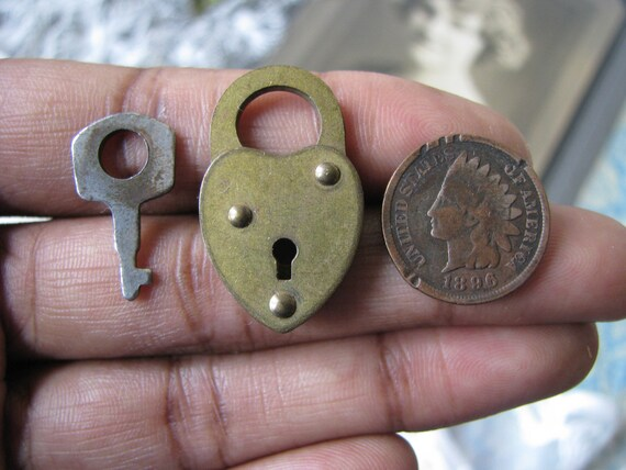 Padlock Pendant Key Pendant Vintage 1940/'s Brass Miniature Heart Padlock /& Key Vintage Mini Padlock and Key Steampunk Padlock and Key