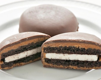 Peanut Butter and Chocolate Dipped Oreos (6)