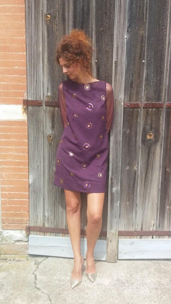 Derecho vestido ciruela / mangas de tul / medallones