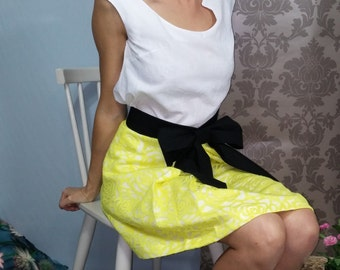 Pleated skirt flowery yellow / black belt knot. 00716
