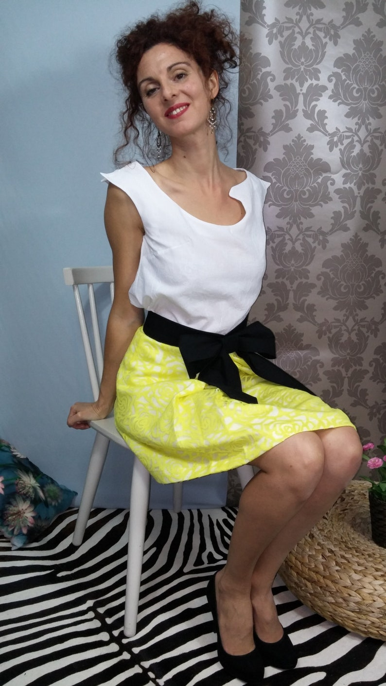 Pleated skirt flowery yellow / black belt knot. 00716 image 0