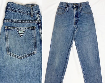 2af3ce0731aa Vintage Guess / Pleated Front Medium Wash / High Waisted Relaxed Fit  Tapered Jeans / Size 28 Waist 27