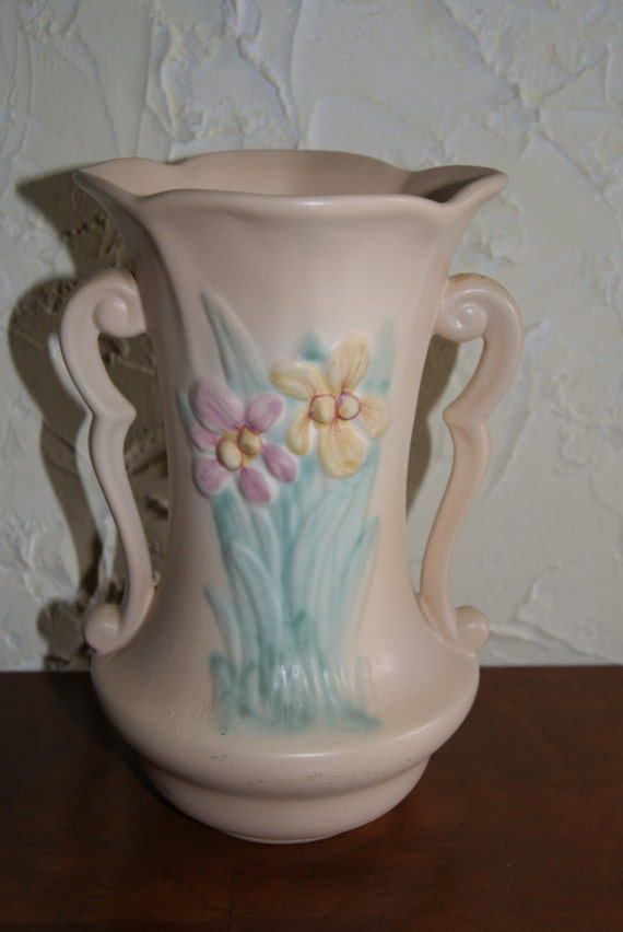 Vintage Hull Two Handled Vase Iris Pattern Cream Color 1940s Etsy