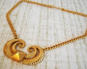 Striking Beautiful Vintage RUNWAY Goldtone Pendant Necklace