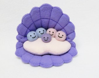 Stuffed oyster/pearl family plush toy