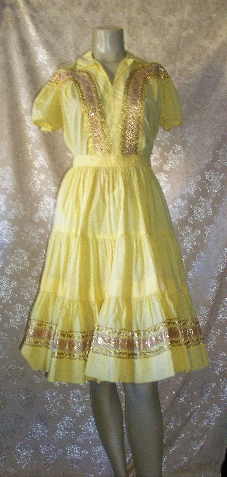 Vintage 1950s Patio  Retro Rockabilly Pinup Womens Clothing 2 Piece Skirt /& Top Set Yellow Gold Ric Rac Trim Mexican inspired Southwestern