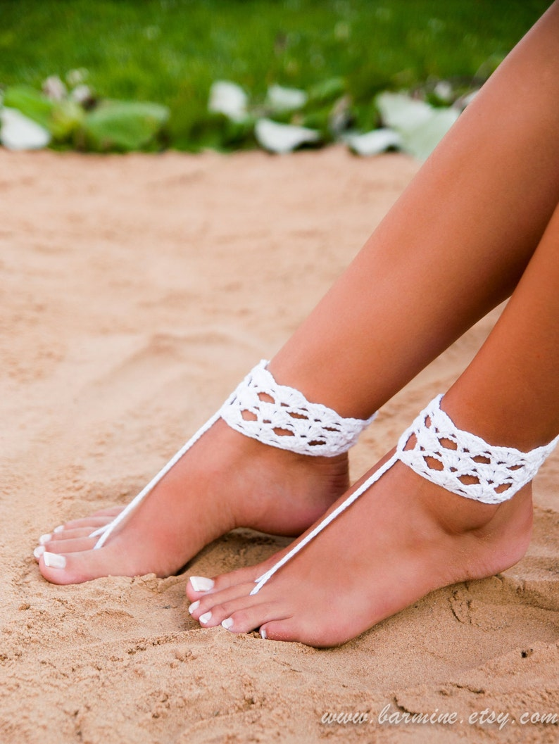 44d000a070d7f1 White crochet barefoot sandal Bridal shoes Foot jewelry