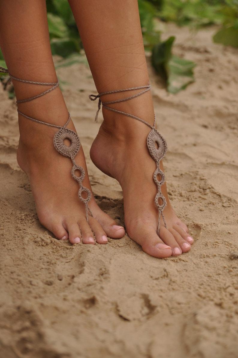Sexy tan girls feet — photo 4