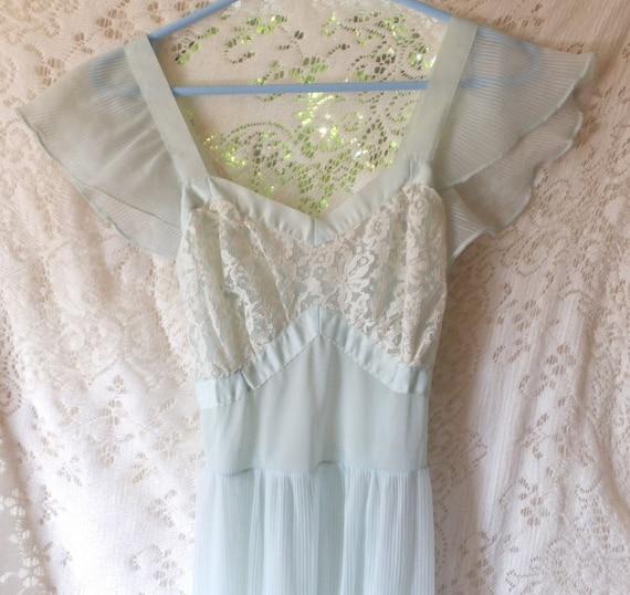 1950's-60's Lingerie, Nightgown, Peignoir, Floor l